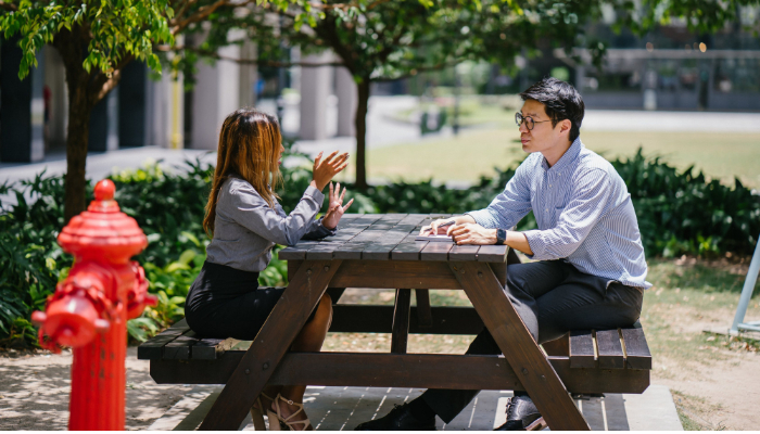 Audio Service: Gespräch mit 2 Personen im Park