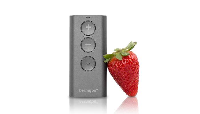 Bernafon: Fernbedienung von vorne und Erdbeere