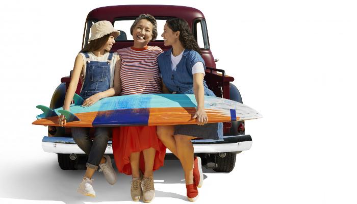 Interton: Familie am Auto