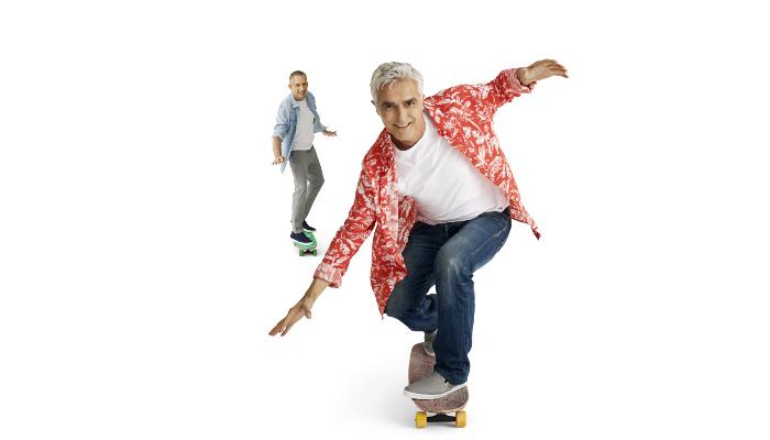 Interton: Mann auf Skateboard