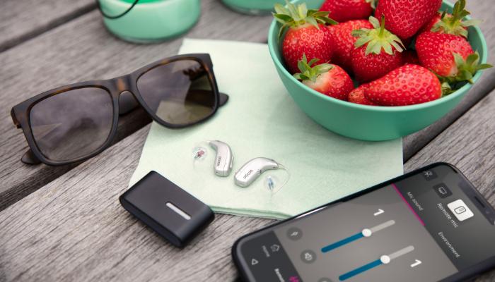 Oticon: Cafetisch Hörgeräte und Handyapp