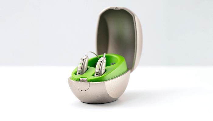 Phonak: Zwei Hörgeräte in einem Etui
