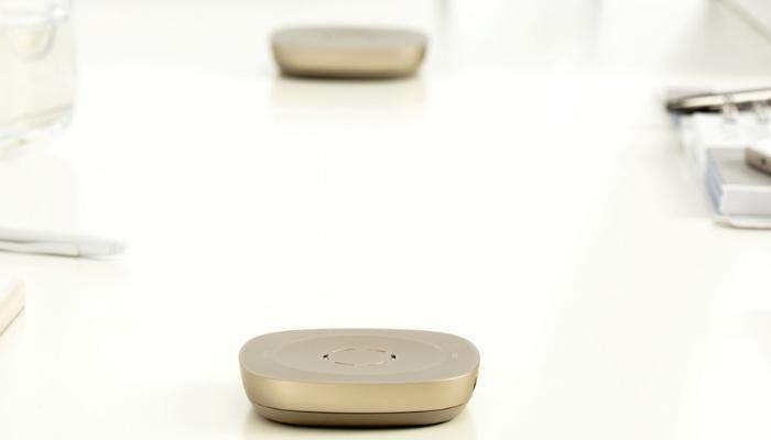 Phonak: Tischmikrofon auf einem Besprechungstisch
