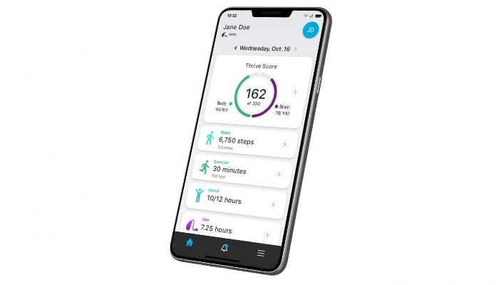 Starkey: Seitliche Ansicht eines Smartphones mit der Thrive App von Starkey
