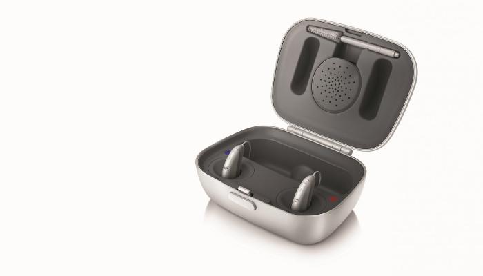 Unitron: Ladestation mit eingesetzten Hörgeräten