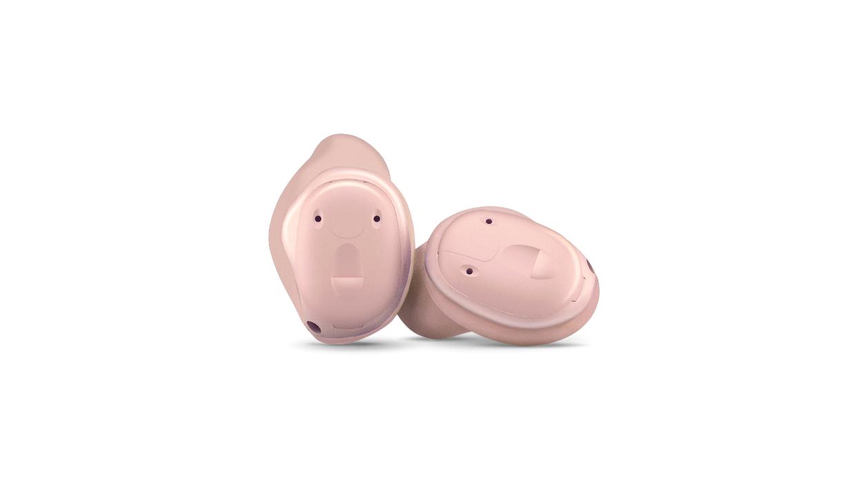 Widex: Zwei beigefarbene Im-Ohr-Hörgeräte