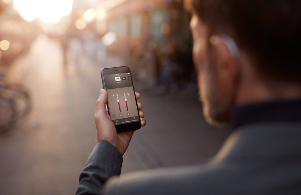 Oticon OPN S App steuert Hörgeräte