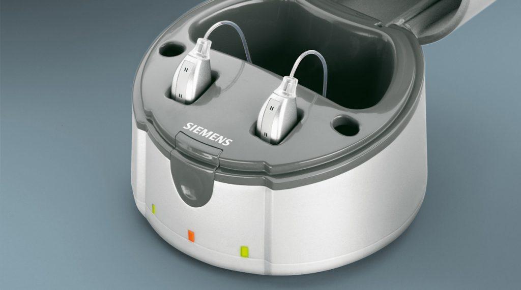 Siemens Hörgeräte in einer Ladestation