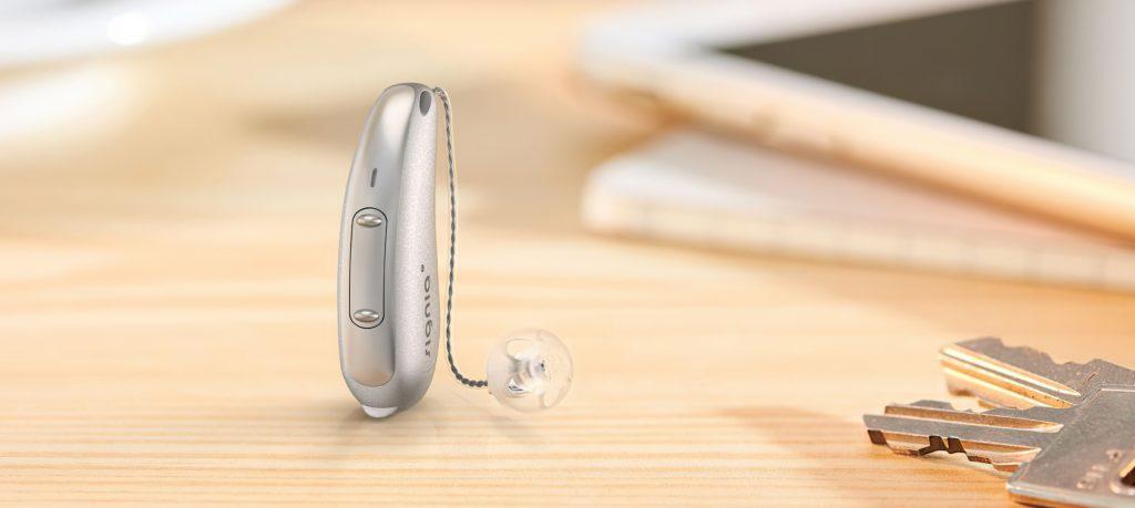 Signia X Pure Hörgerät auf einem Tisch
