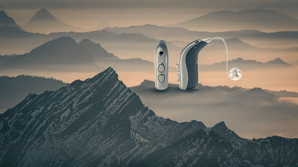 Bernafon Viron Hörgeräte in einer Berglandschaft